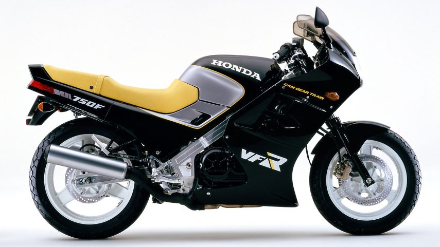 Honda VFR 750 F RC24 3