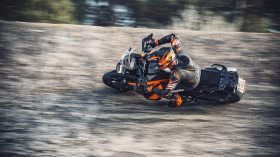KTM 1290 SUPER ADVENTURE S Action 3