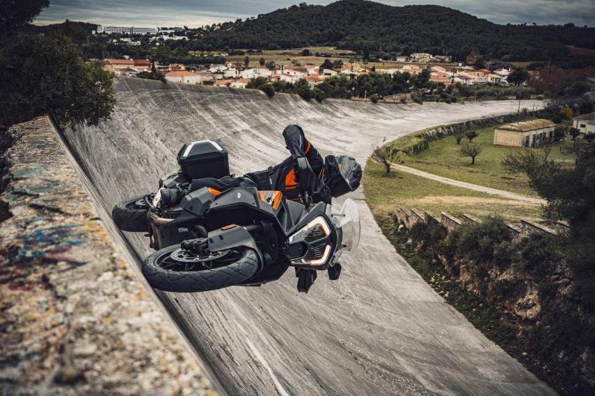 KTM 1290 SUPER ADVENTURE S Action