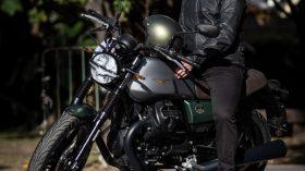 Moto Guzzi V7 100 aniversario 10