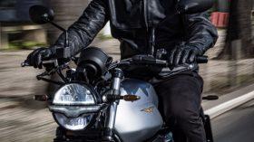 Moto Guzzi V7 100 aniversario 25