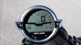 Moto Guzzi V9 100 aniversario 07