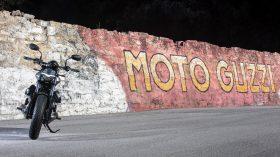 Moto Guzzi V9 100 aniversario 13