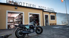 Moto Guzzi V9 100 aniversario 30