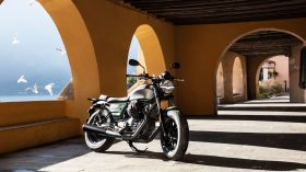 Moto Guzzi V9 100 aniversario 40