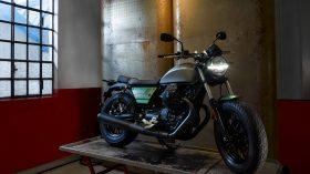 Moto Guzzi V9 100 aniversario 59