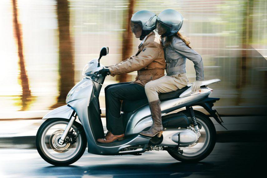 Honda Scoopy SH 300i 8