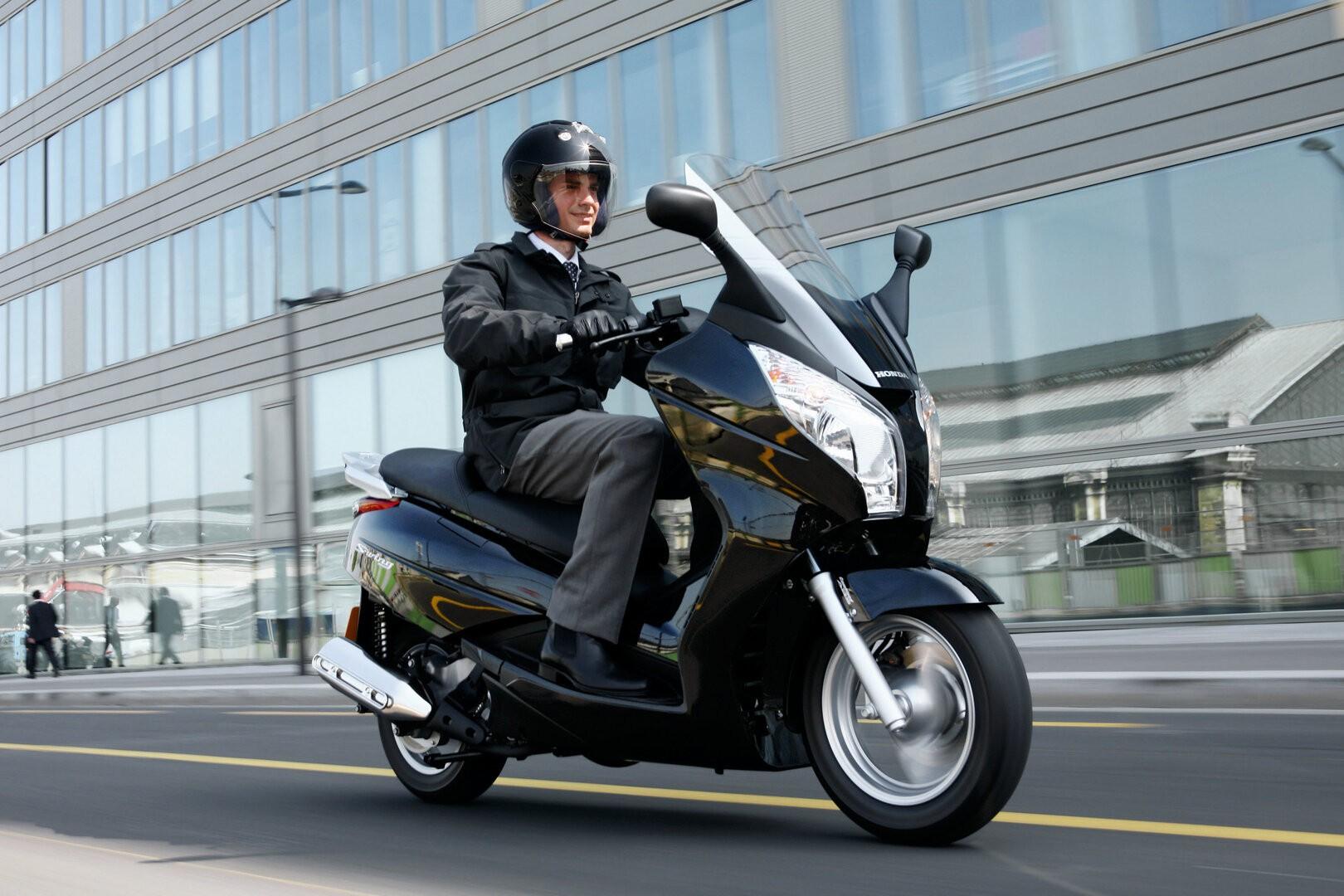 Moto del día: Honda S-Wing 125