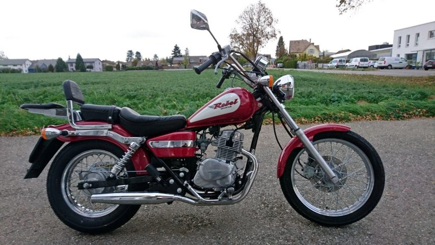Honda CA 125 Rebel 3