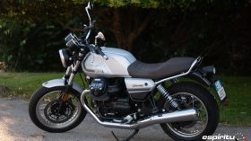 Moto Guzzi V7 850 Special 01