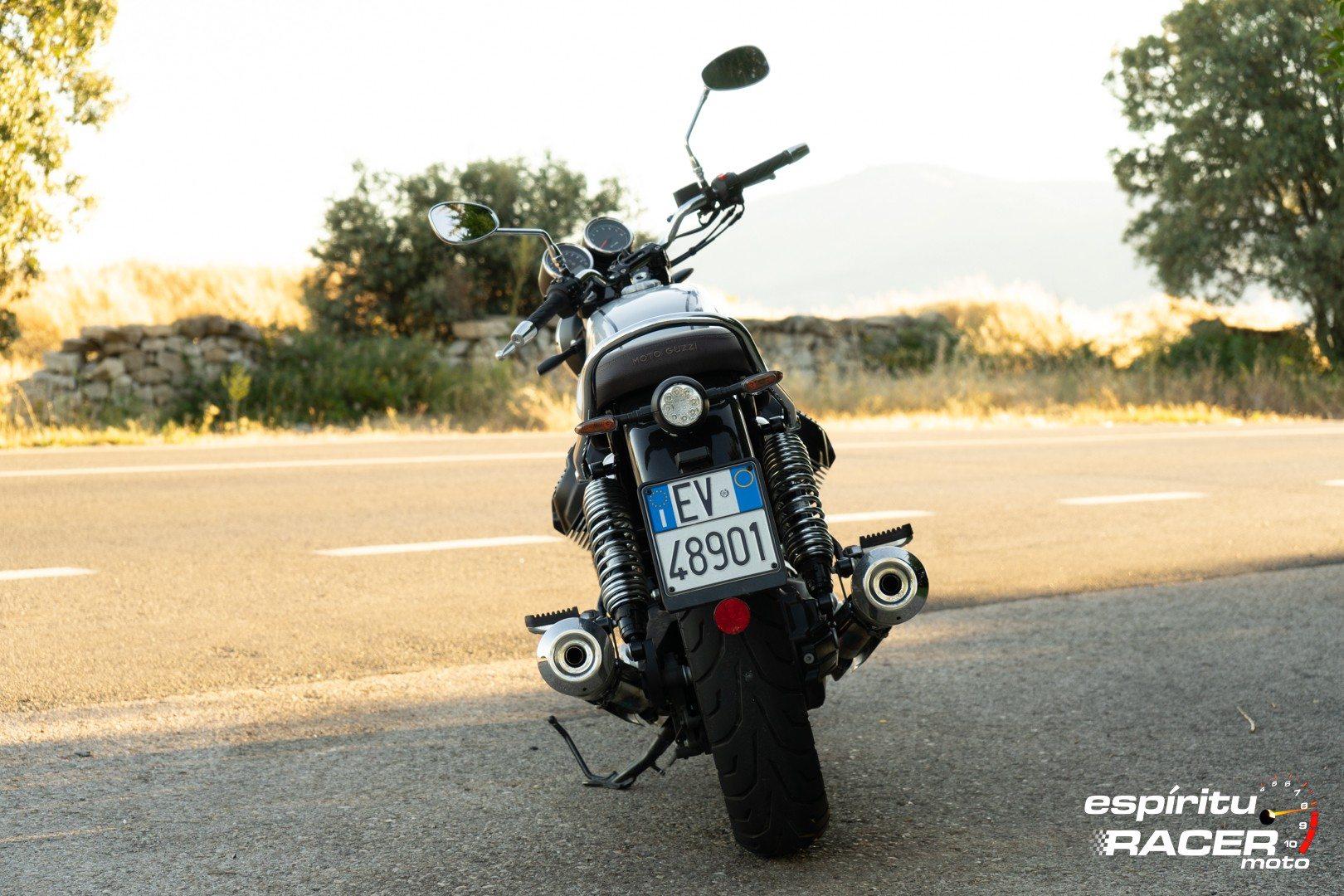 Moto Guzzi V7 850 Special 06
