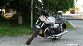 Moto Guzzi V7 850 Special 11