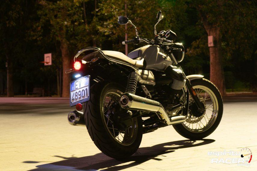 Moto Guzzi V7 850 Special 26