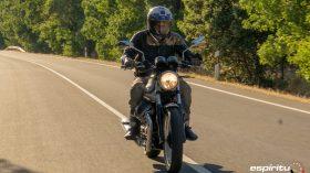Moto Guzzi V7 850 Special 32