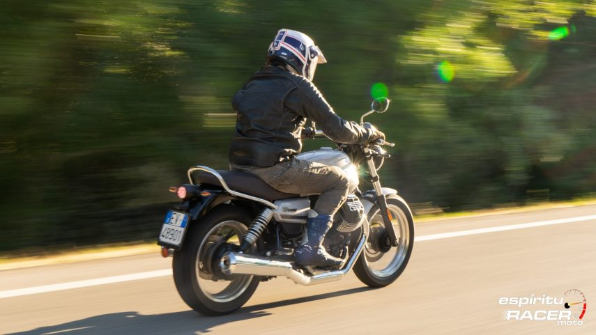 Moto Guzzi V7 850 Special 36