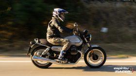 Moto Guzzi V7 850 Special 38