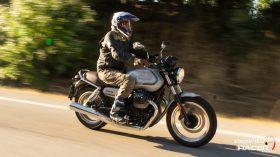 Moto Guzzi V7 850 Special 39