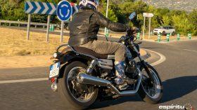 Moto Guzzi V7 850 Special 42