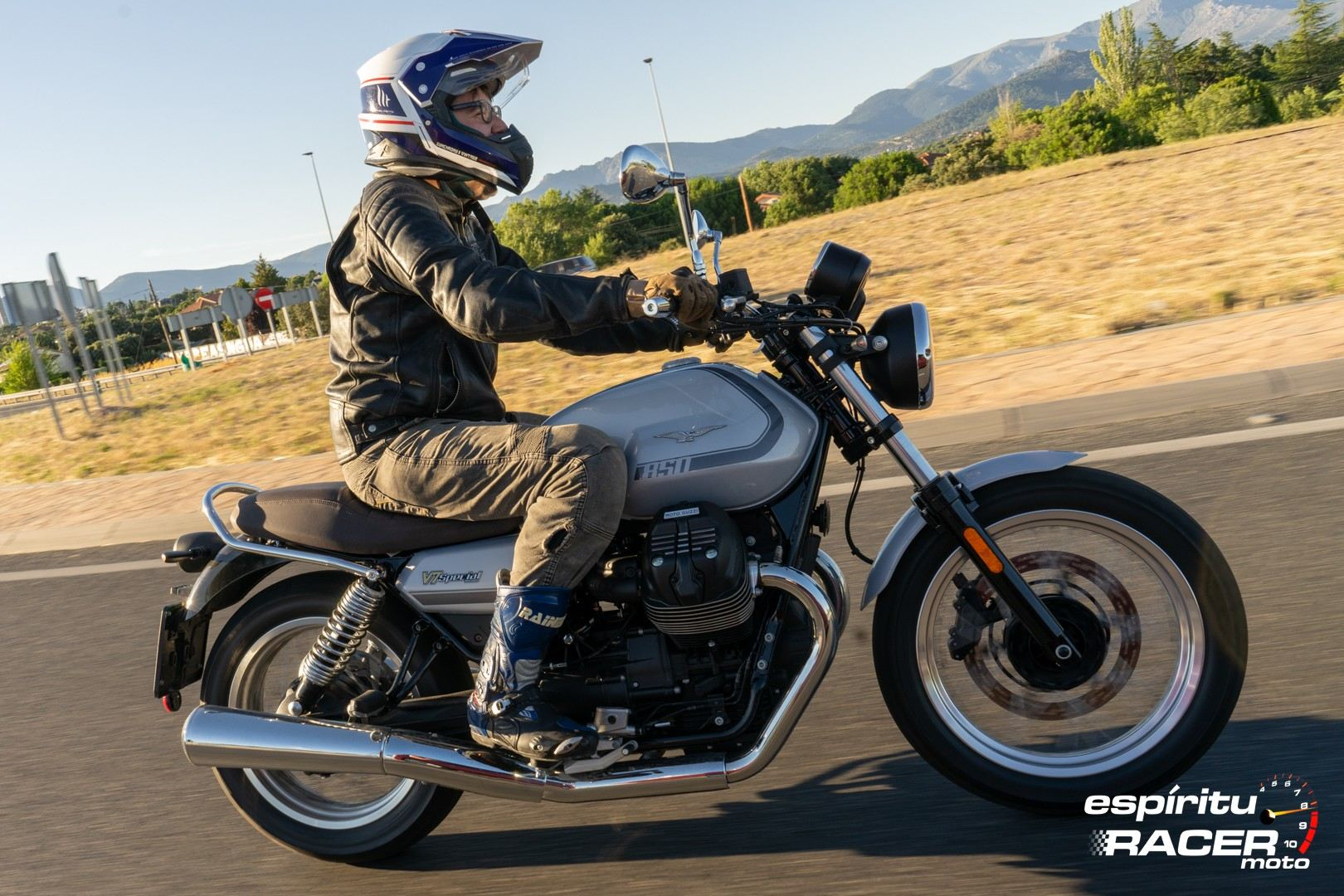 Moto Guzzi V7 850 Special 44