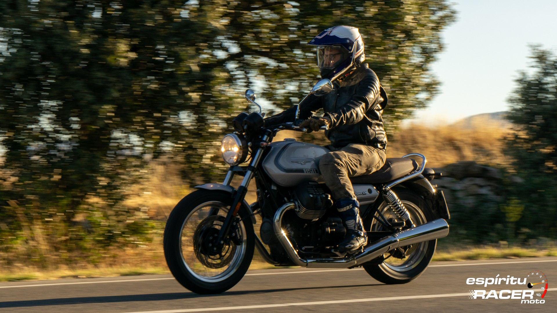 Moto Guzzi V7 850 Special 46