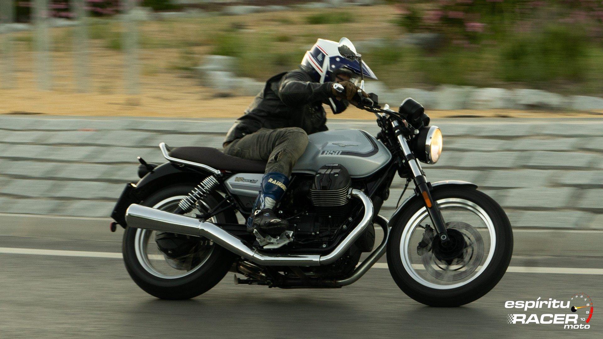 Moto Guzzi V7 850 Special 61