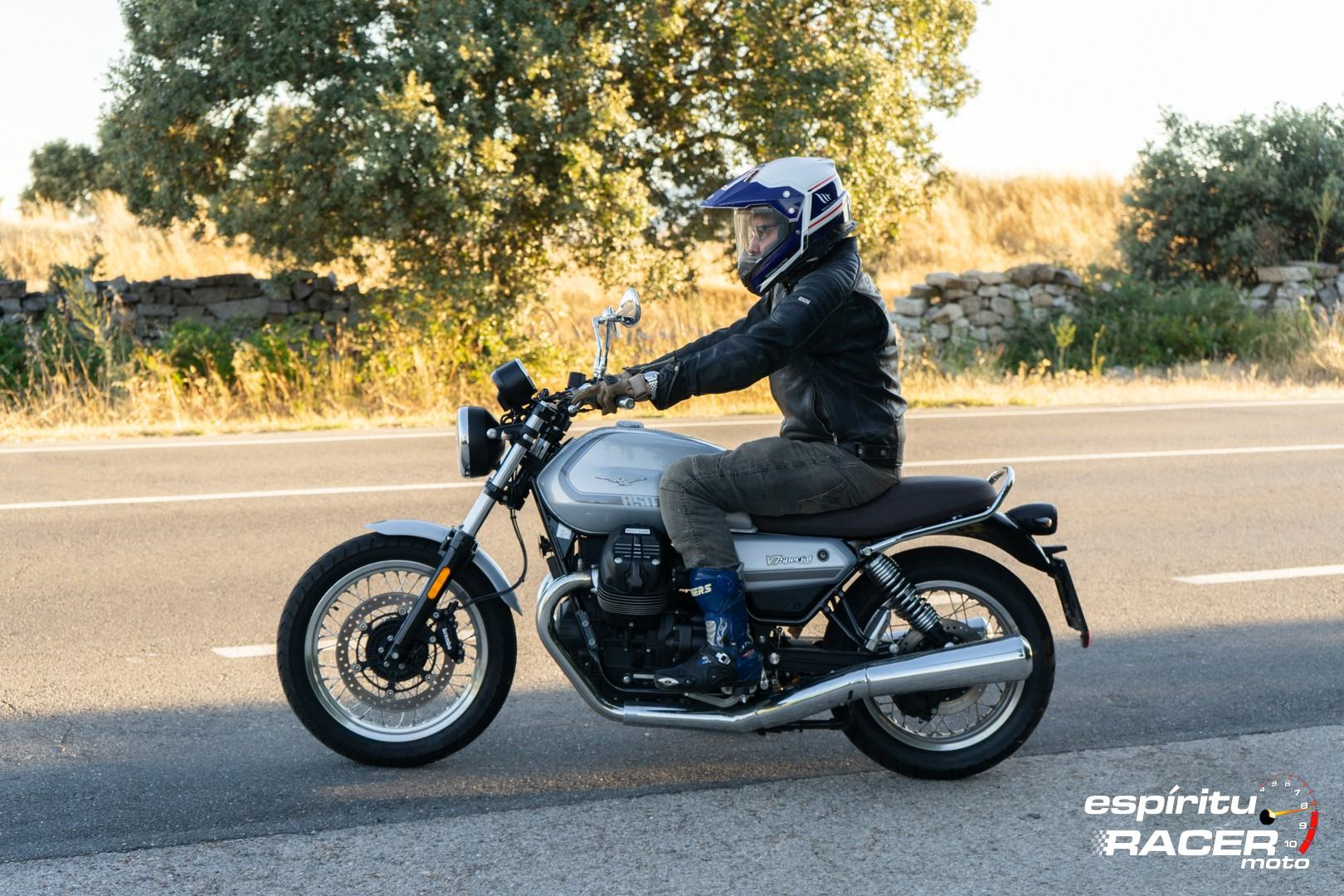 Moto Guzzi V7 850 Special 69