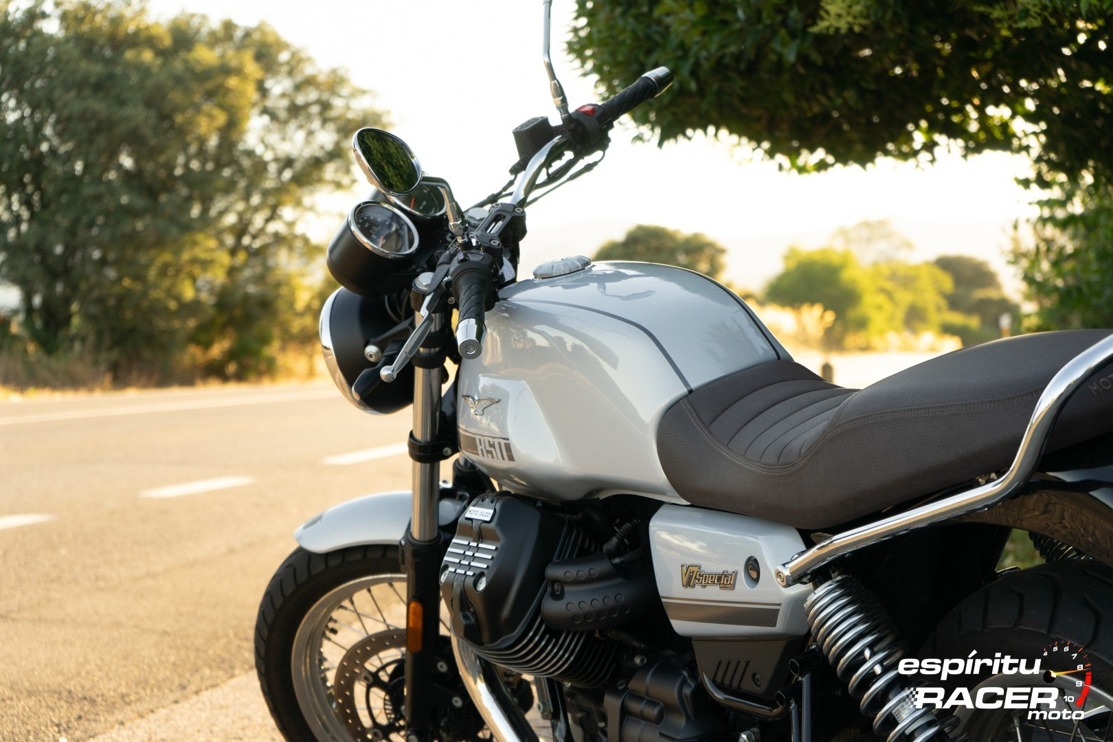Moto Guzzi V7 850 Special 75
